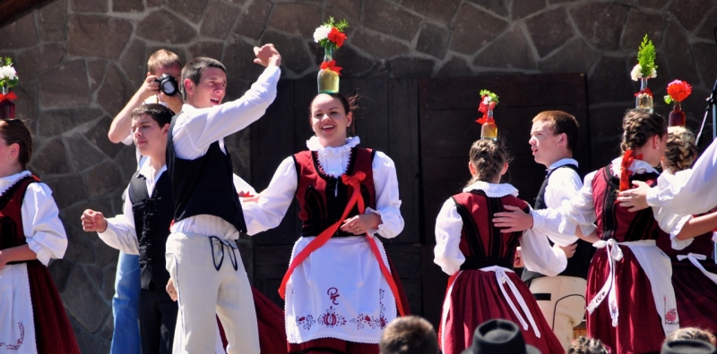 Traditional Hungarian Dances of Europe